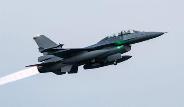 F-16V战机是台湾吓阻战力之一。图为F-16V演练紧急升空拦截。(台湾军闻社)