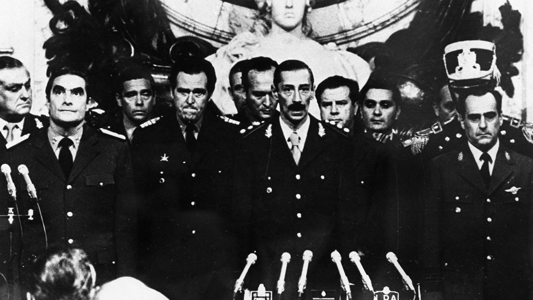 1982年马岛战争阿根挺虽然建立联合参谋部,但没有统一指挥权导致战败。图为阿根廷军政府领袖。(EPA)