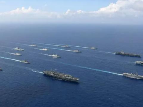 美英日等多國3艘航母共17艘艦船在沖繩西南海域實施大規模聯合訓練。中國被迫戰略轉向應對。