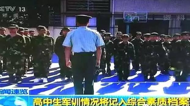 新版《国防法》规定,普通高等学校和高中阶段学校应对学生实施军事训练。(视频截图)