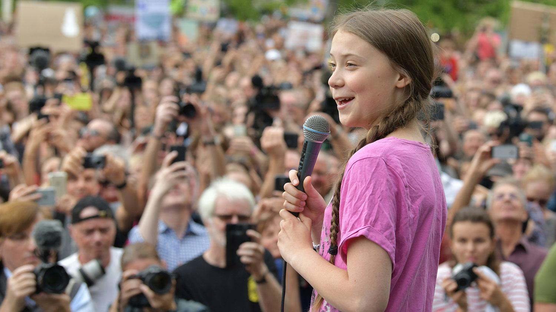 瑞典环保少女格蕾塔为全球气候示威点了把火,各地年轻人走上街头抗议。(美联社)