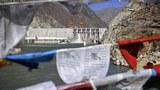 青藏高原近年開發腳步加劇,在全球暖化和人爲干擾雙重夾攻下,冰川加速消融。