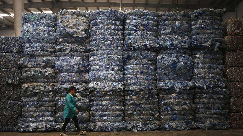 生物可降解塑料进入回收体系,会导致回收料纯度降低。(路透社)