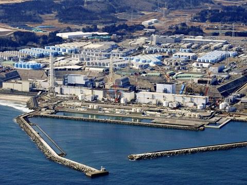 日本福岛核电站堆满上千个核废水储存槽,预计两年后核废水稀释排放入海,中日掀起太平洋下水道风波。