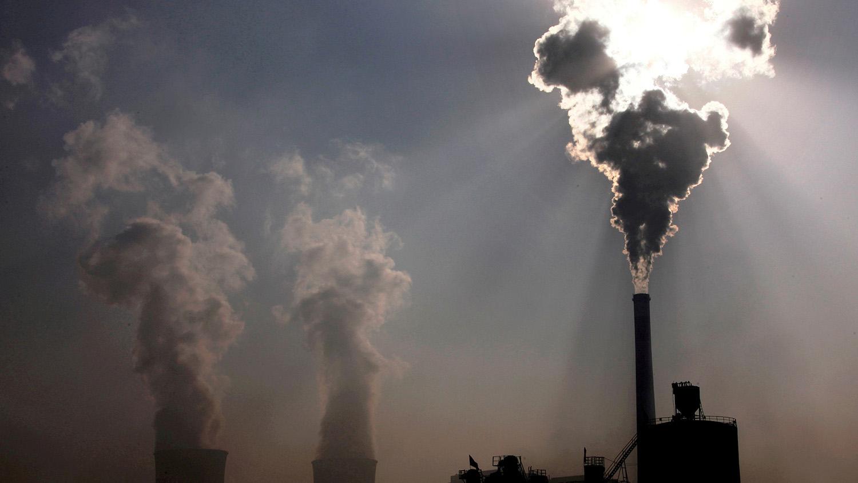 中国在国内展开燃煤调控,却在海外扩增燃煤,气候政策落入矛盾争议。(路透社)