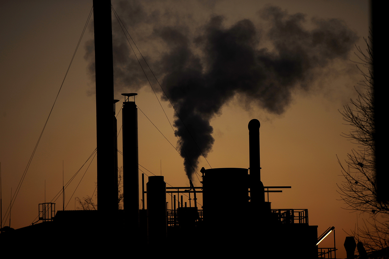 PM2.5细悬浮微粒的浓度愈高,对新冠肺炎患者的危害明显提升。。(美联社)
