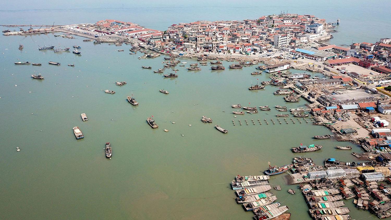 中国渔船数量堪称世界之最,渔船管理棘手,黑船事件层出不穷。(法新社)