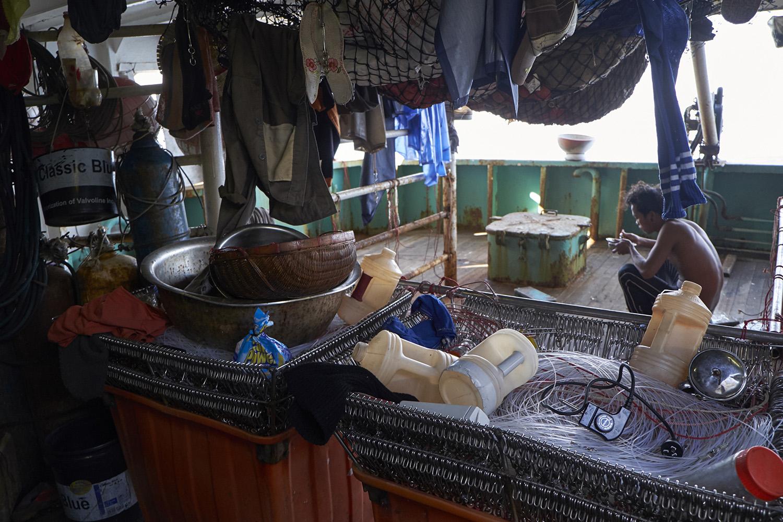 东南亚是主要渔工输出国,渔工常被迫在恶劣的劳动条件下工作。(绿色和平提供)
