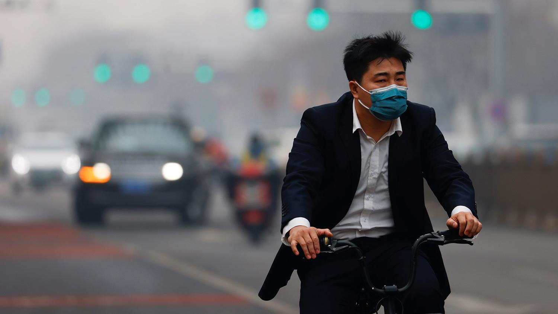 細懸浮微粒PM2.5會開啓人體細胞接受新冠病毒的通道。(路透社)