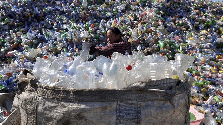 中国是塑料大国,土壤中的塑料污染问题日益严重。(路透社)