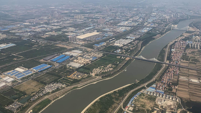 长江的微塑料含量高居全球河流之冠,灌溉水也注入风险。(法新社)