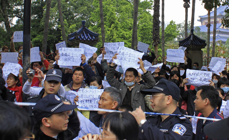 反对焚烧炉运动在中国遍地开花。(美联社)