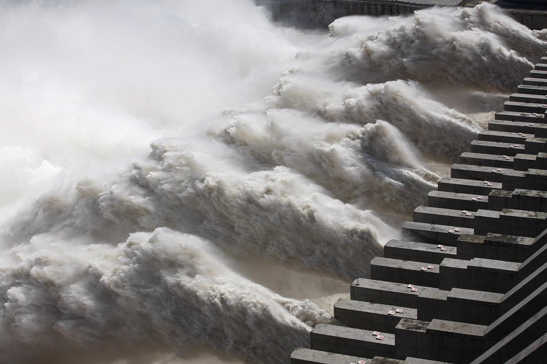 三峡大坝的防洪、抗旱能力均遭受质疑,设计疏失逐渐浮上台面。(法新社)