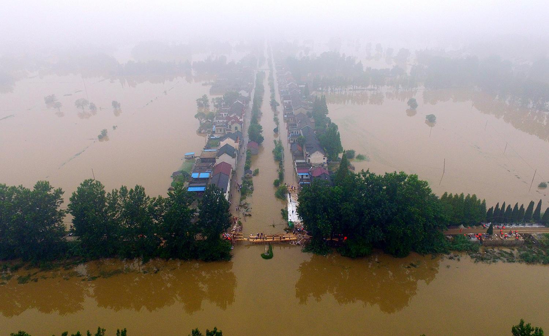 长江流域的水坝工程过度开发,洪灾愈趋严重。(法新社)