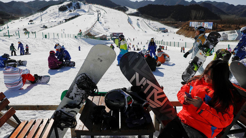 滑雪场是耗水大户,在缺水的京津冀地区,对水资源造成威胁。(路透社)
