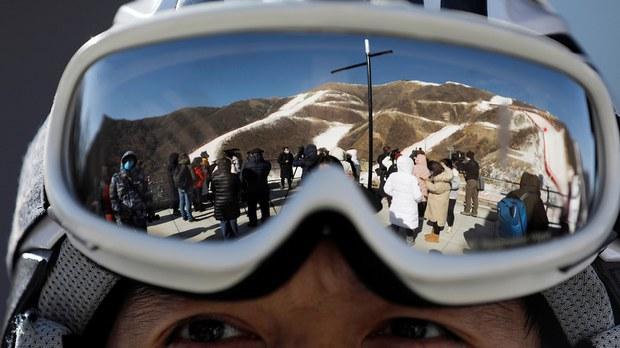 """专栏   绿色情报员:北京冬奥走钢索 """"大漏斗""""的滑雪热"""