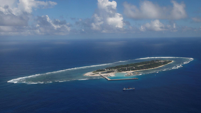 目前由台湾管辖的太平岛,有如南沙群岛的生态庇护所。(路透社)