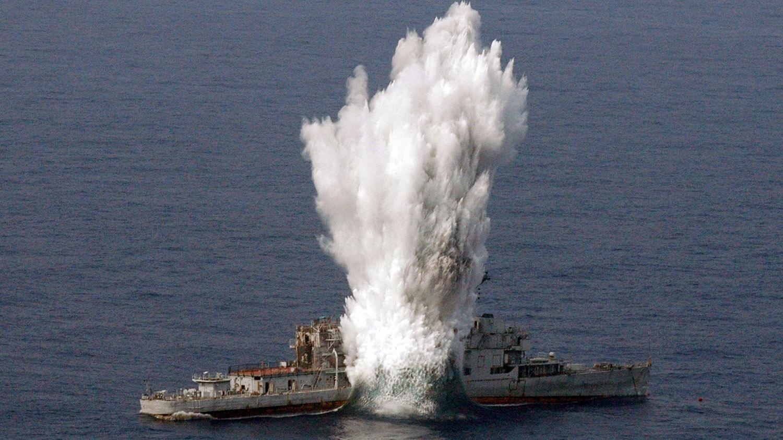 军事活动常有海上爆破,震撼威力如同炸鱼。(路透社)
