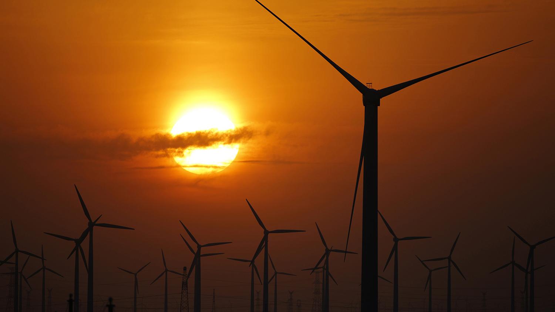 中国是可再生能源大国,在传统的煤电能源结构下,绿能出力大幅受限。(路透社)