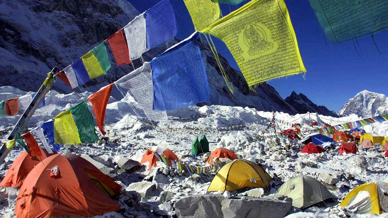 气候变迁让珠峰的气候变化剧烈,对登山者和附近居民都造成威胁。(美联社)