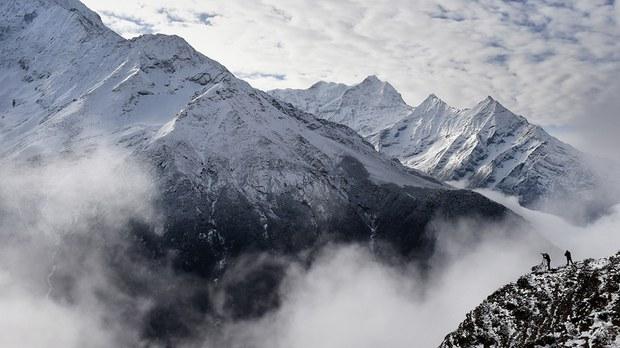 专栏 | 绿色情报员:火线珠峰 全球最高的5毫米危机