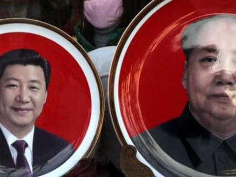 北京天安门广场附近一个纪念品商店出售的中国国家主席习近平与前中共领导人毛泽东头像的瓷盘。