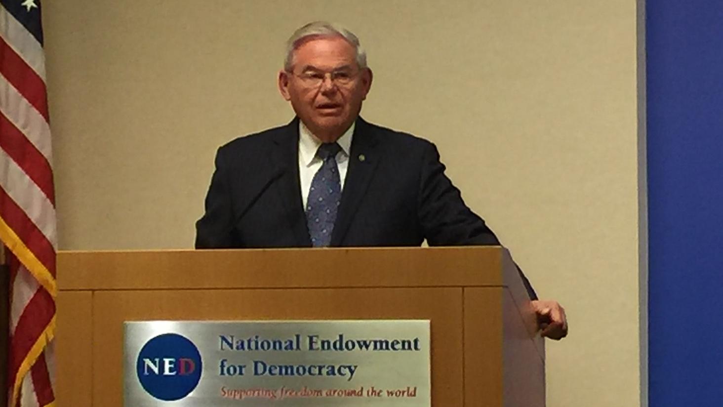美国国会参议员罗伯特•梅南德兹在美国国家民主基金会纪念六四三十周年研讨会上演讲。(安培提供)