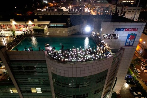 專欄   週末茶館:香港警方對《蘋果日報》採取的行動背後
