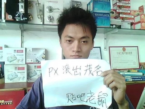 """专栏   网络博弈:一个人的游行:广东公民刘飞龙为何到这国""""跳机""""寻求庇护?"""