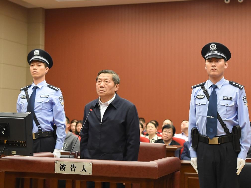 鲁炜出庭受审(图片来源:@宁波法院)