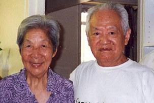 圖片:2002年八十六歲的戈揚(左)與少年時朋友、青年時戰友司馬璐在紐約結婚當年照(RFA記者張敏拍攝)