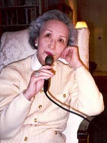图片:1996年3月18日摄于华盛顿DC郑念寓所(张伟国摄)