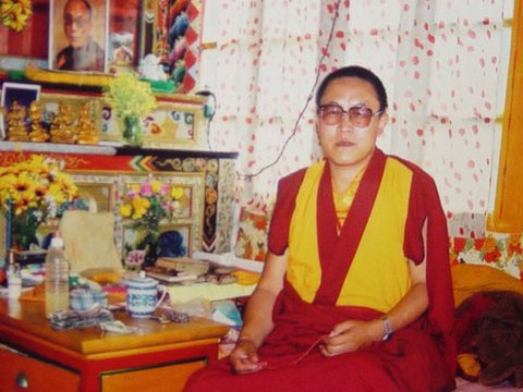 丹增德勒仁波切于1999年。