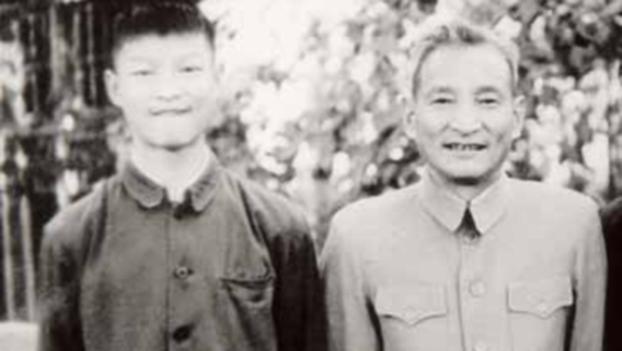 20世纪60年代初,陈云与陈元(左一)在北长街家中。(Public Domain)