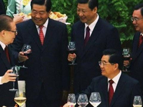 江泽民(左起)、贾庆林和习近平等人。