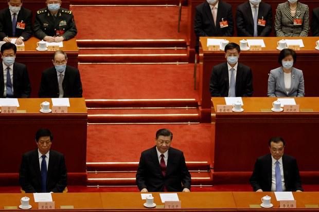 中國政協會議閉幕,左起慄戰書、習近平、李克強。(路透社)