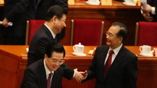 习近平和温家宝(右)握手。( Feng Li/Getty Images)