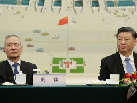 """2019年11月22日,在北京人民大会堂习近平和刘鹤出席2019年""""创新经济论坛""""。"""