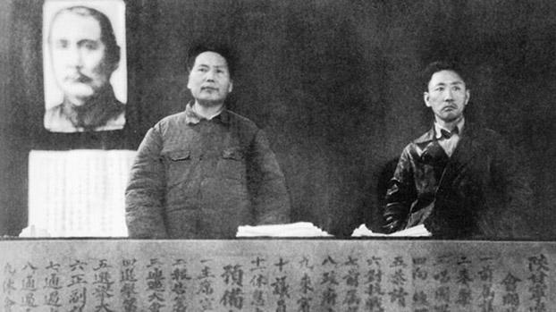 南汉宸(右)与毛泽东。(Public Domain)