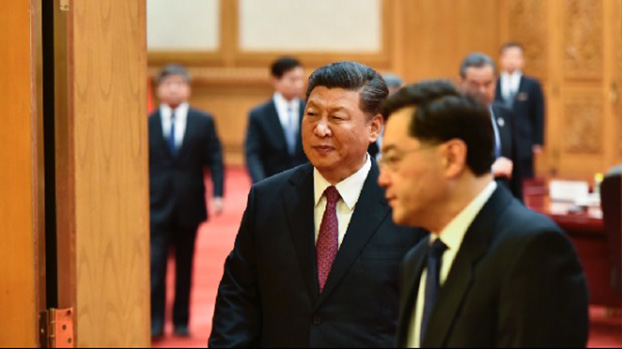习近平和中办主任丁薛祥。(图片来源:MADOKA IKEGAMI/AFP/Getty Images)