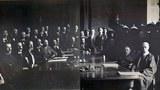 """1900年庚子年中國發生了以""""扶清滅洋""""爲口號的義和團事件,招致八國聯軍入侵,次年清朝政府被迫同列強簽訂了《辛丑條約》。"""