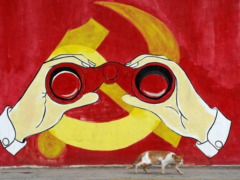 上海街頭上一幅中共黨徽壁畫