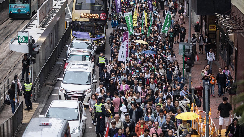 2019年3月31日,一万二千人响应香港民阵和议会民主派议员的号召,在铜锣湾休顿体育场集结,游行反对特区政府提出的《逃犯條例》修正案。呼吁香港特区政府撤回与引渡法有关的《逃犯条例》修正案。(AFP)