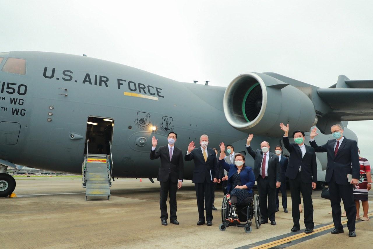 专栏 | 中国透视:美国参议员乘军机访台刍议