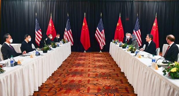 专栏 | 中国透视:扔下白手套,四面楚歌起