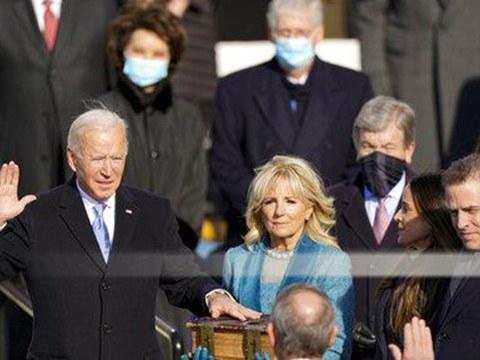 美国民主党的约瑟夫·拜登2021年1月20号宣誓就任新一任的美国总统。