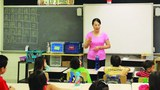 美國的一所中文學校老師在上課。