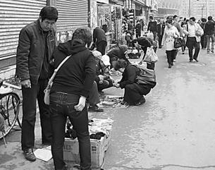 图片:在夏俊峰摆摊出事的地点。(中青在线图)