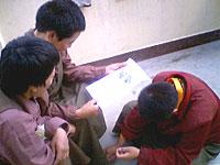 refugees-reach-nepal-200.jpg