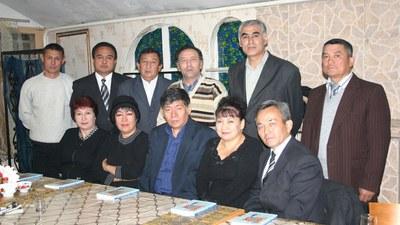 Qazaqistan Uyghur yazghuchilirining bir guruppisi. 2007-Yili, almata.
